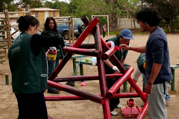 In La Pelícana Shelter (Chile), where children at social risk are protected, New Acropolis volunteers from Chile conducted a Recreational Day to share, laugh and philosophize with the children.