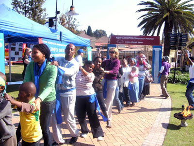 NA Johannesburg (South Africa) organizes Olympic games for children. Profits go to solidarity activities.