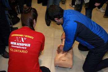 New Acropolis offered a public workshop in first aid and CPR in Montevideo